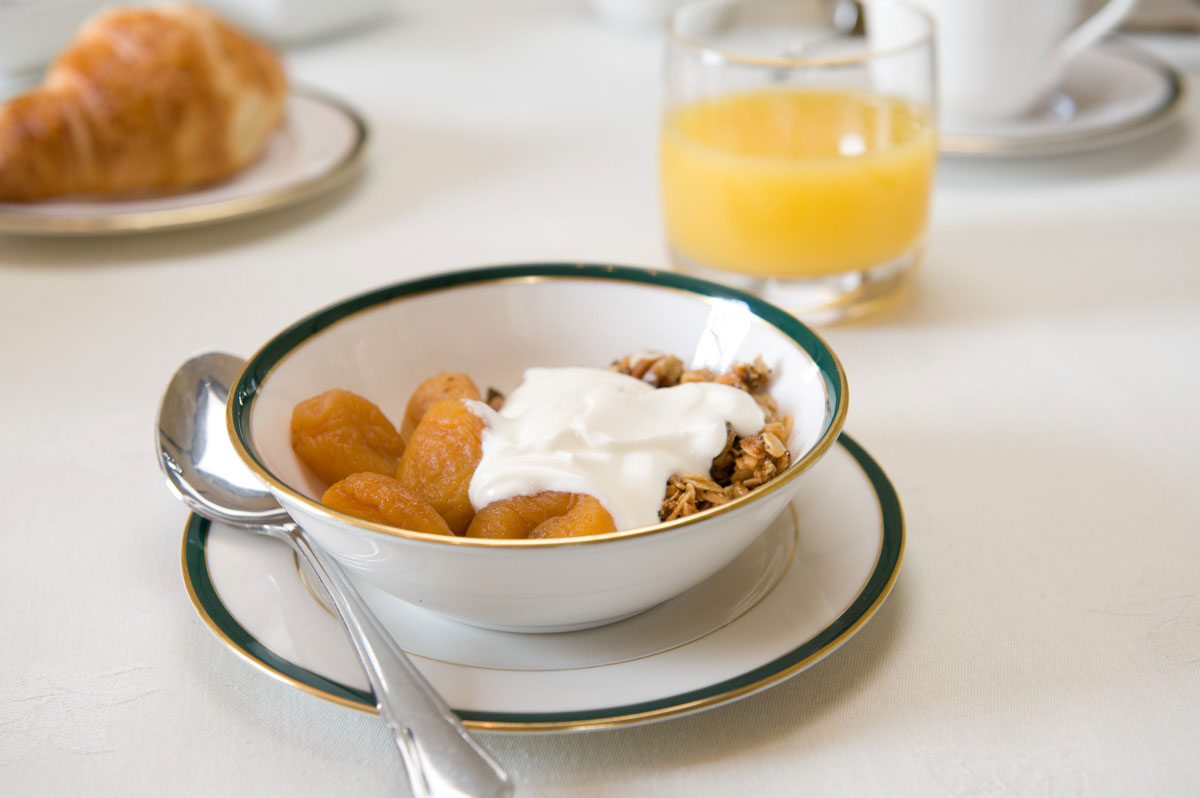 Fruit-and-yoghurt